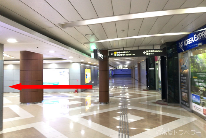 金浦空港から空港鉄道へ向かう途中で左にまがる