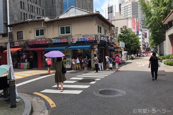中国大使館前両替所