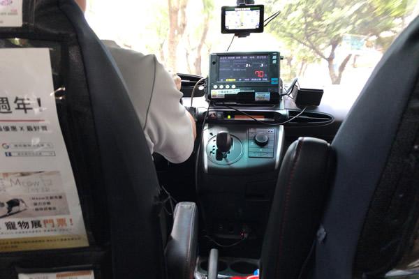 台湾タクシーメーター真ん中